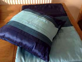 Freecycle Dunelm Taffeta End of Bed Coverlet and Matching Pillow Navy ...
