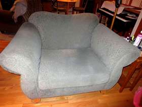 "Freecycle Gorgeous Comfy ""Love Chair"""