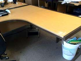 Freecycle Up to approx. 20 Large L shaped desks