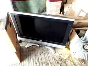 Freecycle Sharp Aquos TV - Spares or repairs