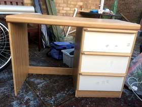 Freecycle Dressing table/ Child's desk
