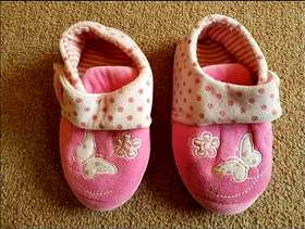 Freecycle Girls Slippers size 7 - £3