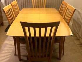 Freecycle Extending Dining Table and 6 chairs