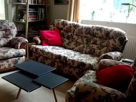 Freecycle Traditional 3 piece suite