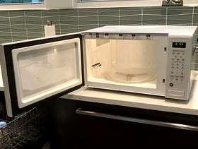 Freecycle GE Countertop Microwave