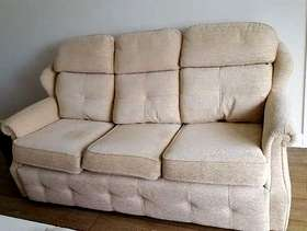 Freecycle 2 Cream Sofas (Immaculate Condition)