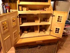 Freecycle Wooden doll's house