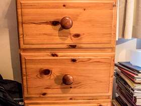 Freecycle Chest of Drawers, pine.