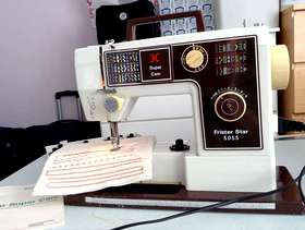 Freecycle Lovely Old Retro Sewing Machine