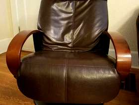 Freecycle Need gone today! Free leather chair - broken back panel
